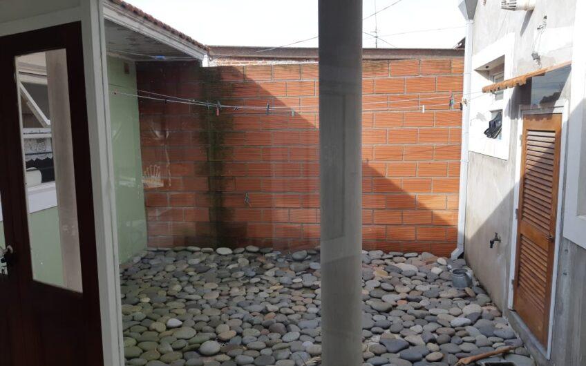 Casa + lotes en Los Pinares