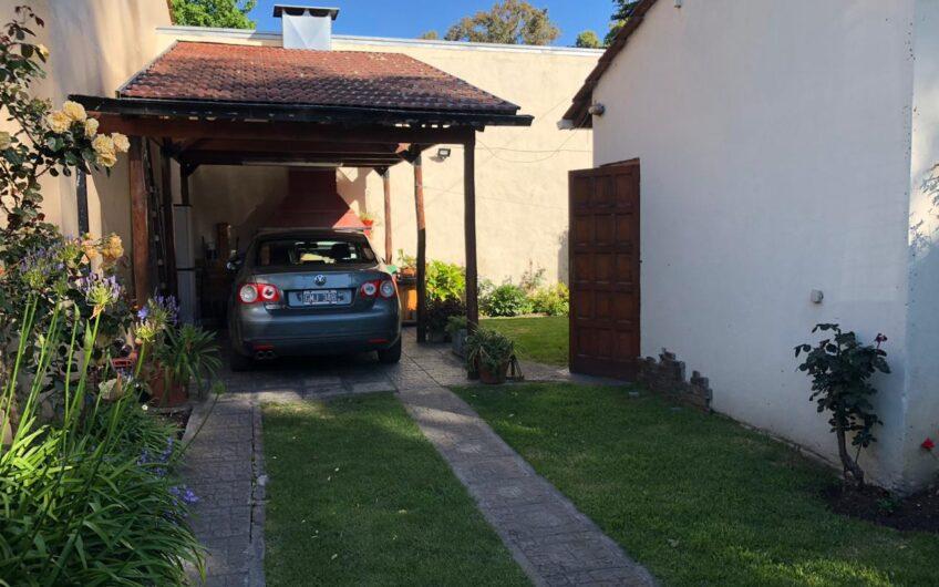 Excelente chalet de 4 ambientes en Los Pinares